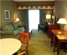 Turf Valley Resort - Queen Parlor Suite