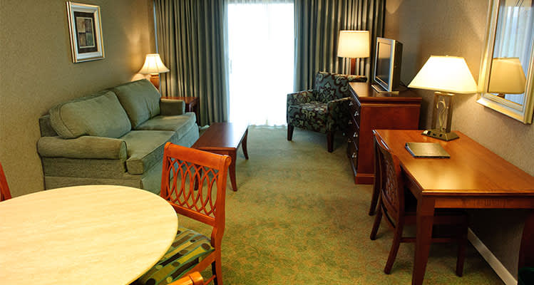 Turf Valley Resort Queen Parlor Suite at Maryland