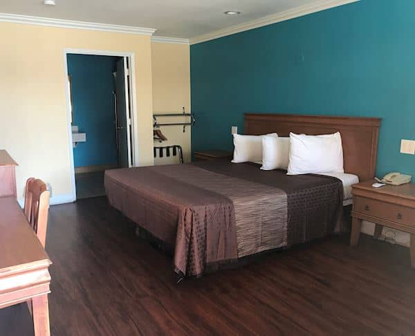 Vagabond Inn - Buttonwillow I-5 ADA Accessible - King Bed