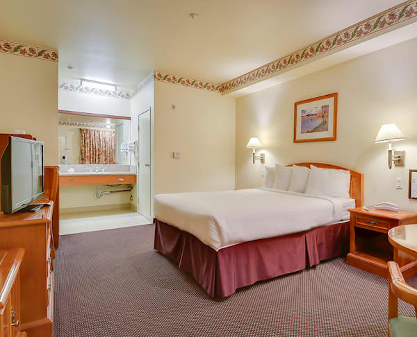 Vagabond Inn - Hacienda Heights King Bed