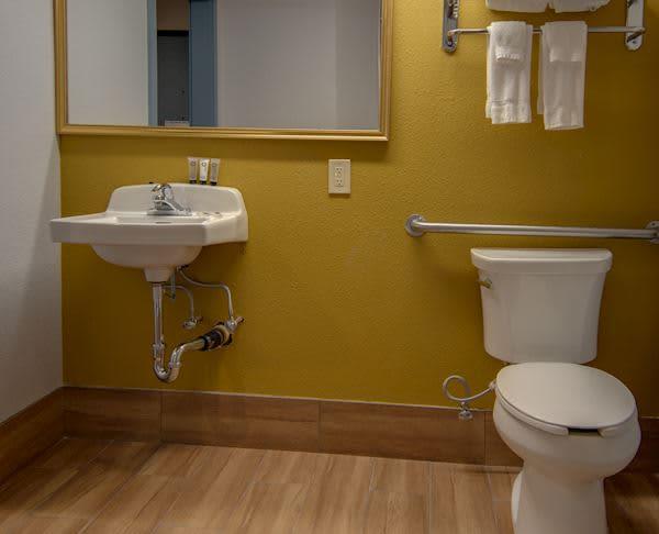 Vagabond Inn Executive Hayward - ADA King Room