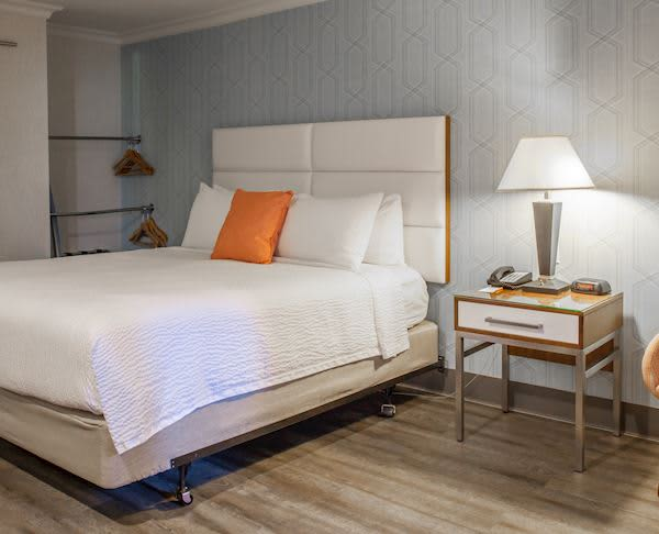 Vagabond Inn Executive - Pasadena Two Queen Beds with Kitchenette