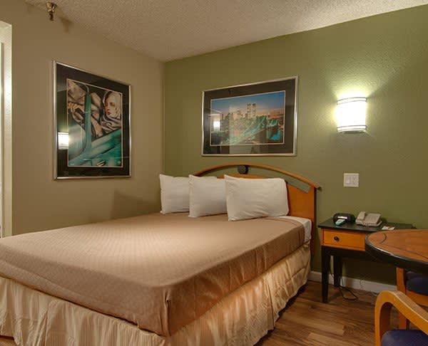 Vagabond Inn - Bakersfield (South) Premium Queen