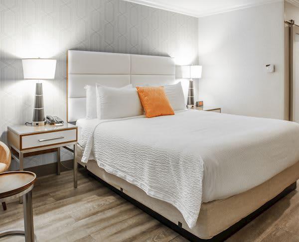 Vagabond Inn Executive - Pasadena King Bed