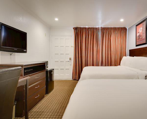 Vagabond Inn - San Pedro Two Queen Beds