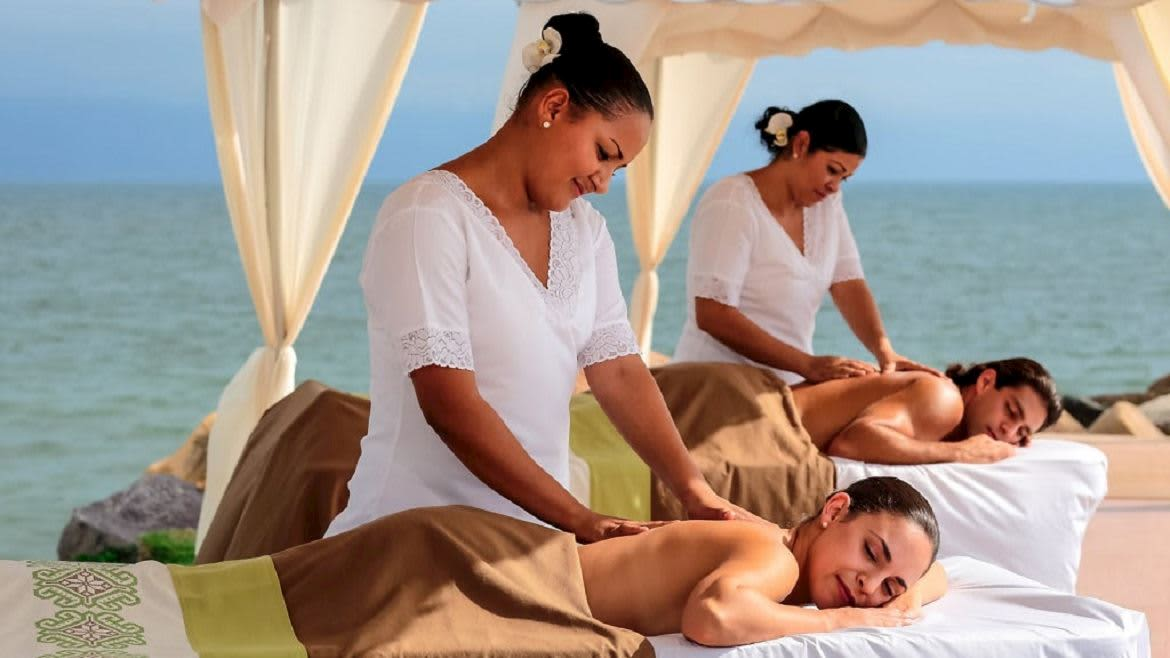 An exclusive Moonlight Massage for Couples