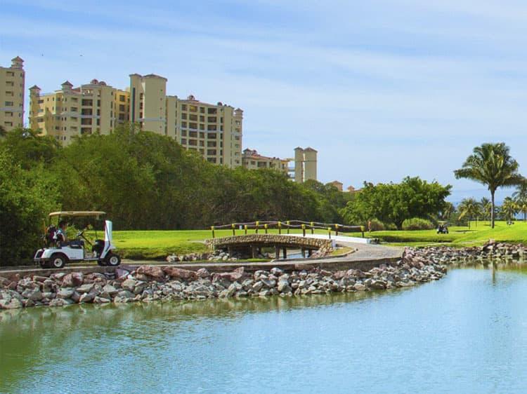 Puerto Vallarta hotel offers Golf Package