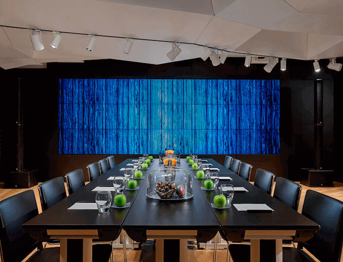 Boardroom opzet W Amsterdam Great Room met Video Muur