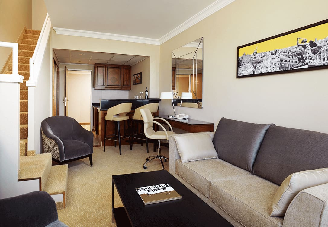 Bi-Level Suite w Marriott Warsaw Hotel