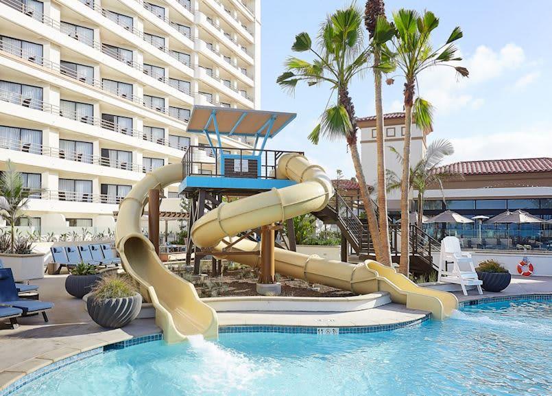 Driftwood Beach Club at Waterfront Beach Resort, Huntington Beach