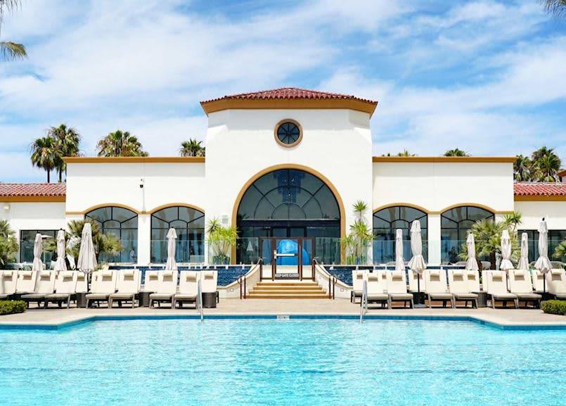 Waterfront Beach Resort Huntington Tower Pool