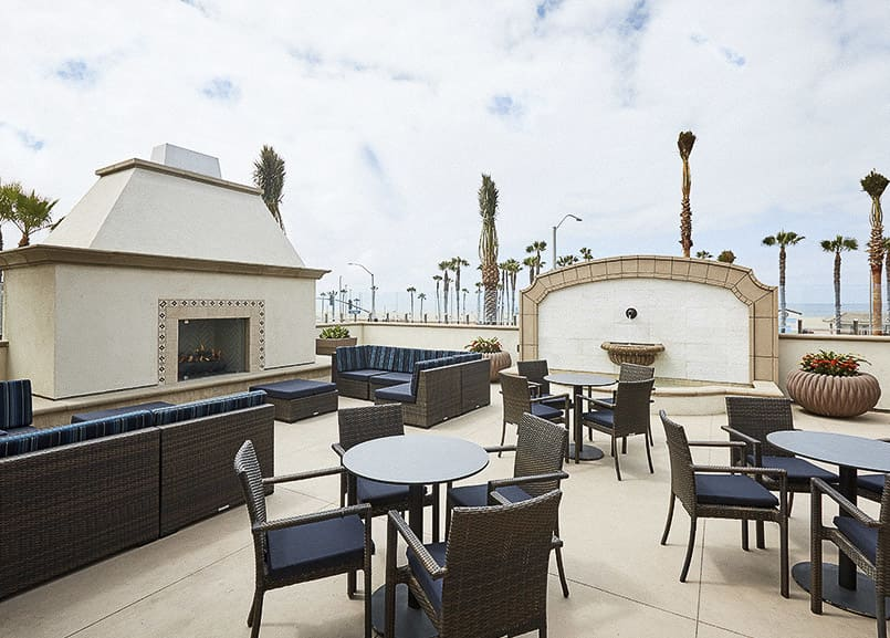 Waterfront Beach Resort, Huntington Beach Coastal Terrace