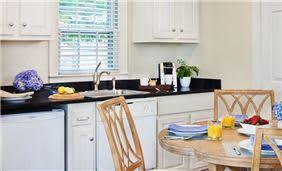 White Elephant 2-Bedroom Garden Cottage Kitchenette