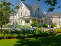 garden-cottagesl-white-elephant-hotel-nantucket-massachusetts-th