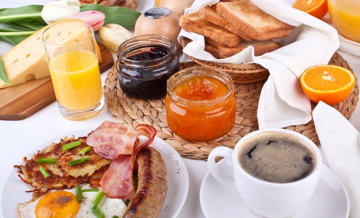Complimentary Hot Breakfast in Hotel Petaluma