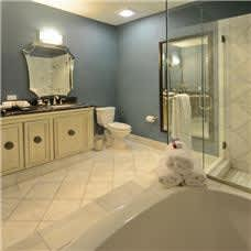 Woolley's Classic Suites Amenities - Standard Bathroom