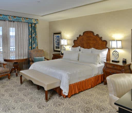 Woolley's Classic Suites Hotel, Aurora King Suite