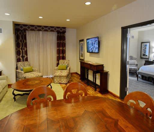 Woolley's Classic Suites Hotel, Aurora VIP Suite