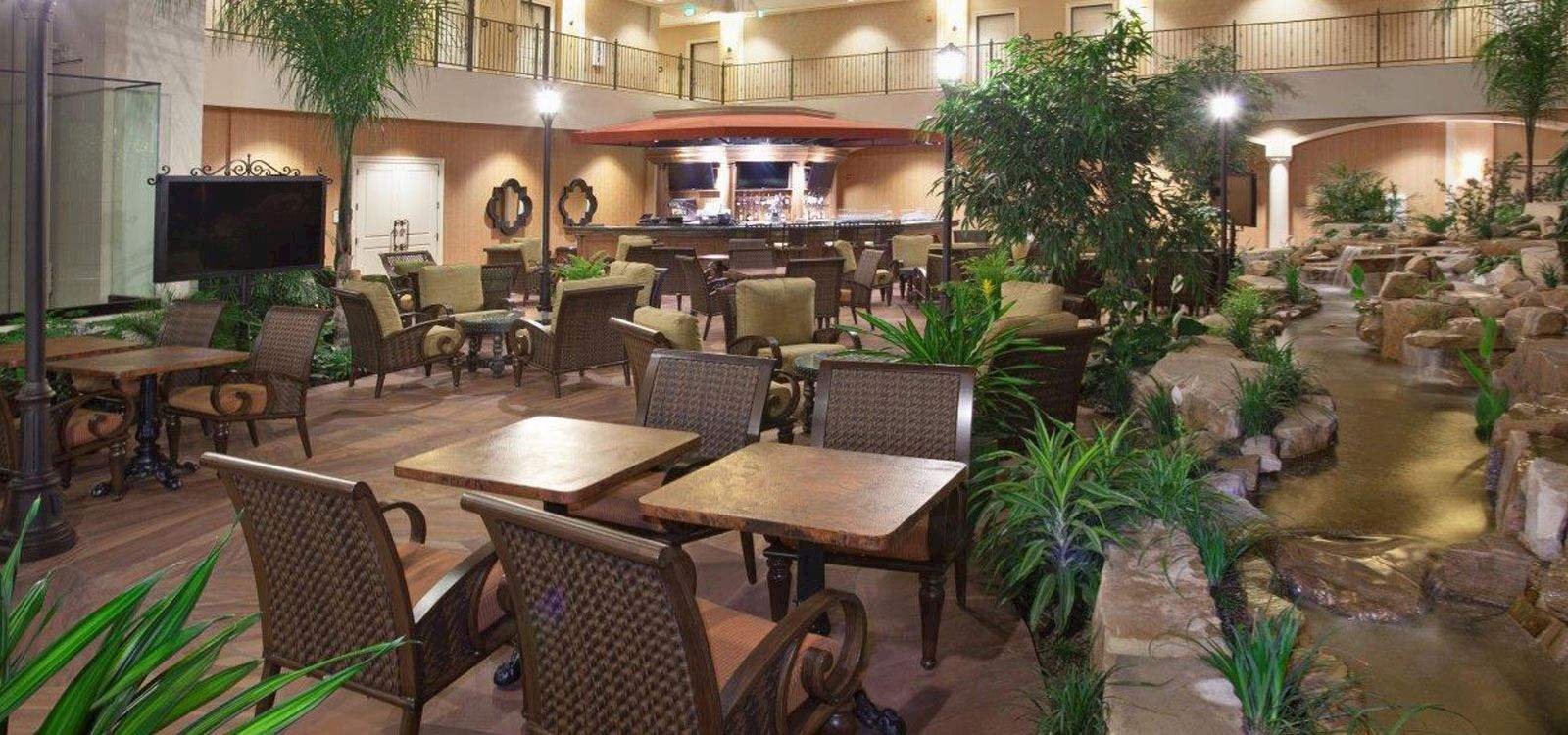 Woolley's Classic Suites Hotel, Aurora Dining Facilities