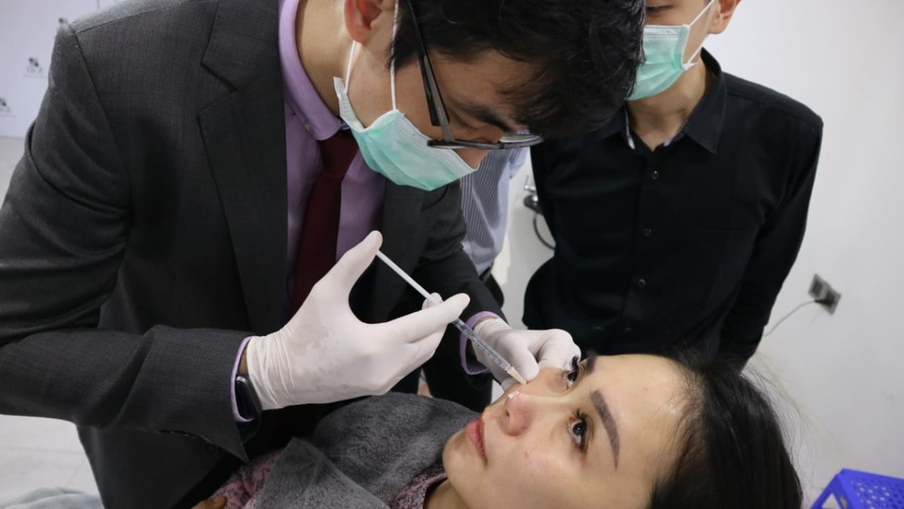 Dr Chua Cheng Yu trains foreign doctors on nose threads