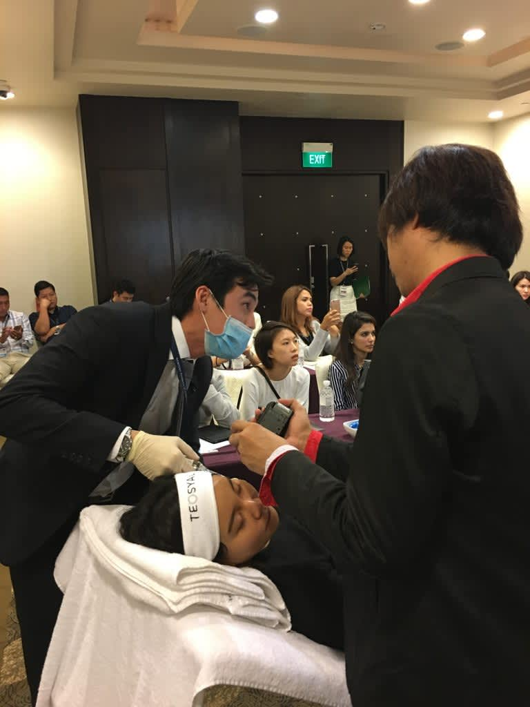 dr chua practicing at AAAM conference in Singapore 2017
