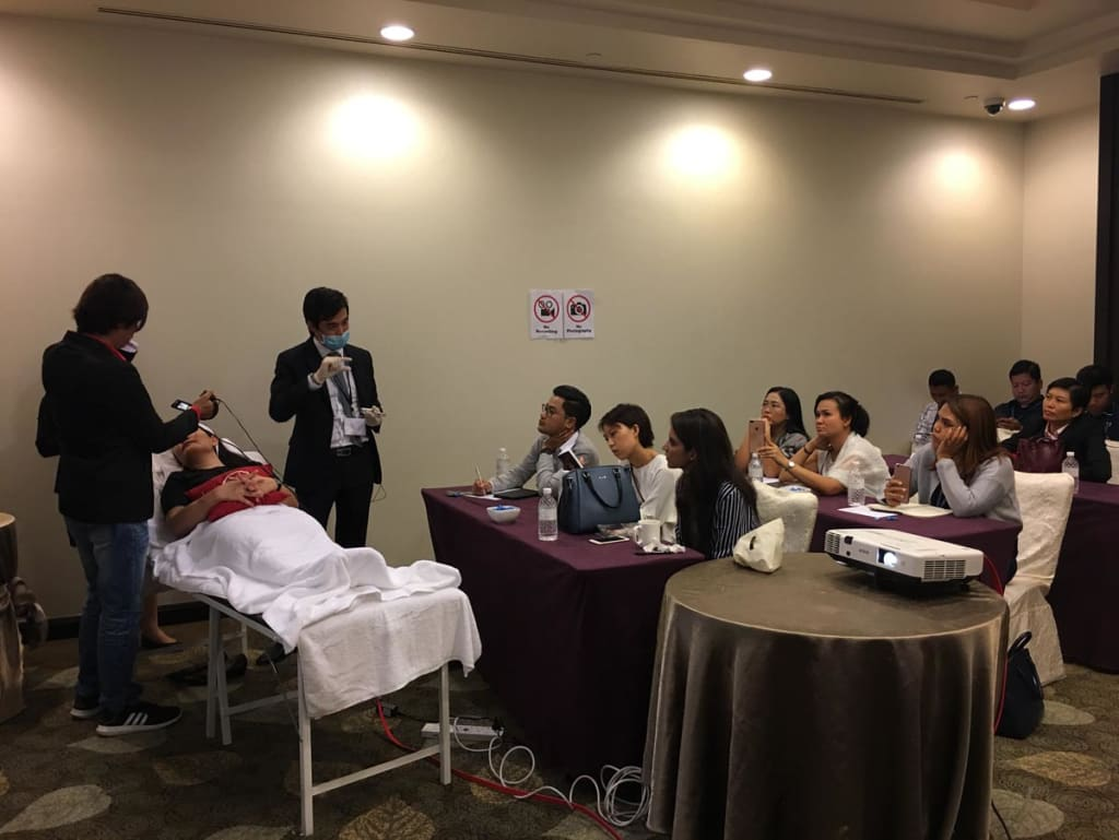 Speaking and training at a recent Seminar at the prestigious American Academy of Aesthetic Medicine d