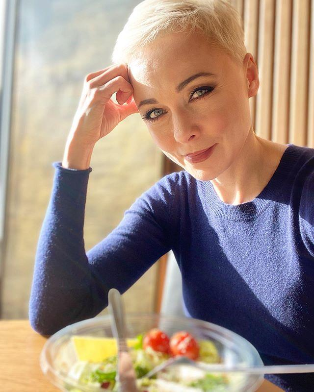 Наш главный враг — холодильник! Дарья Повереннова рассказала, как борется с едой на карантине