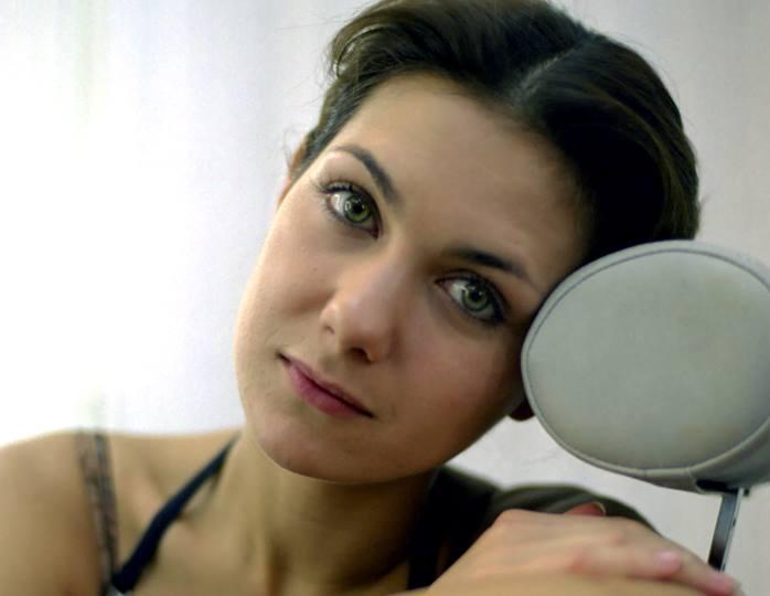 Словно ученица: 42-летняя Климова примерила школьную форму старшей дочери