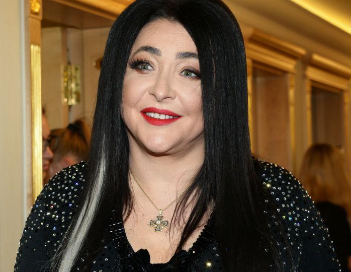 «Просто налысо»: 56-летняя Лолита неожиданно состригла длинные волосы
