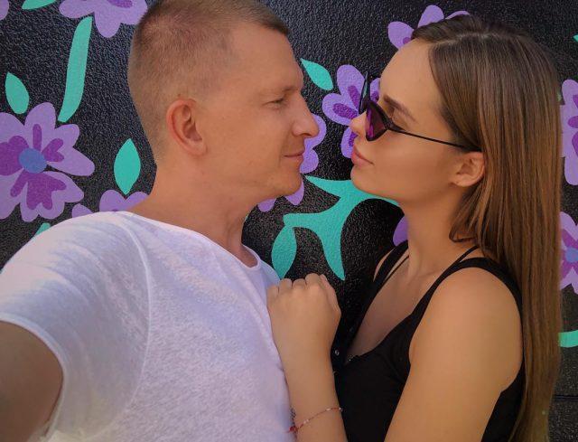 Милые фото и признания в любви: рассказываем, кого звезды поздравляли в день Валентина
