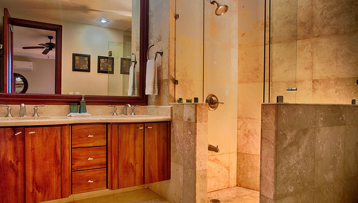 crystalsands201-masterbathroom-langosta