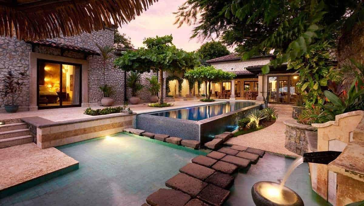 Casa-Roca-Langosta-Costa-Rica