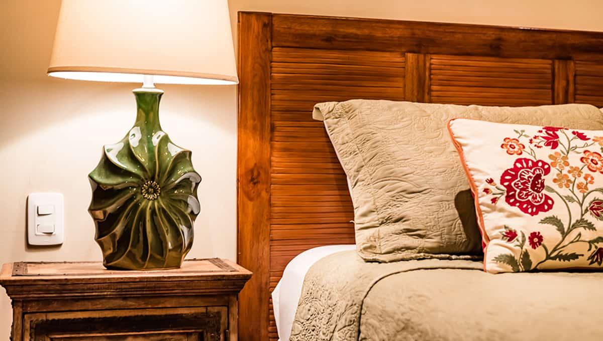 Horizontes104-guestroomlamp-langosta