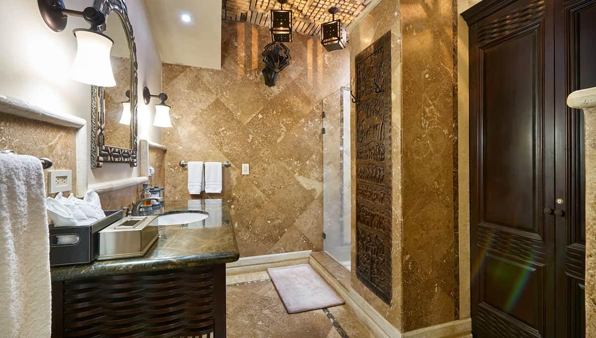casaroca-ownersbathroom-langosta