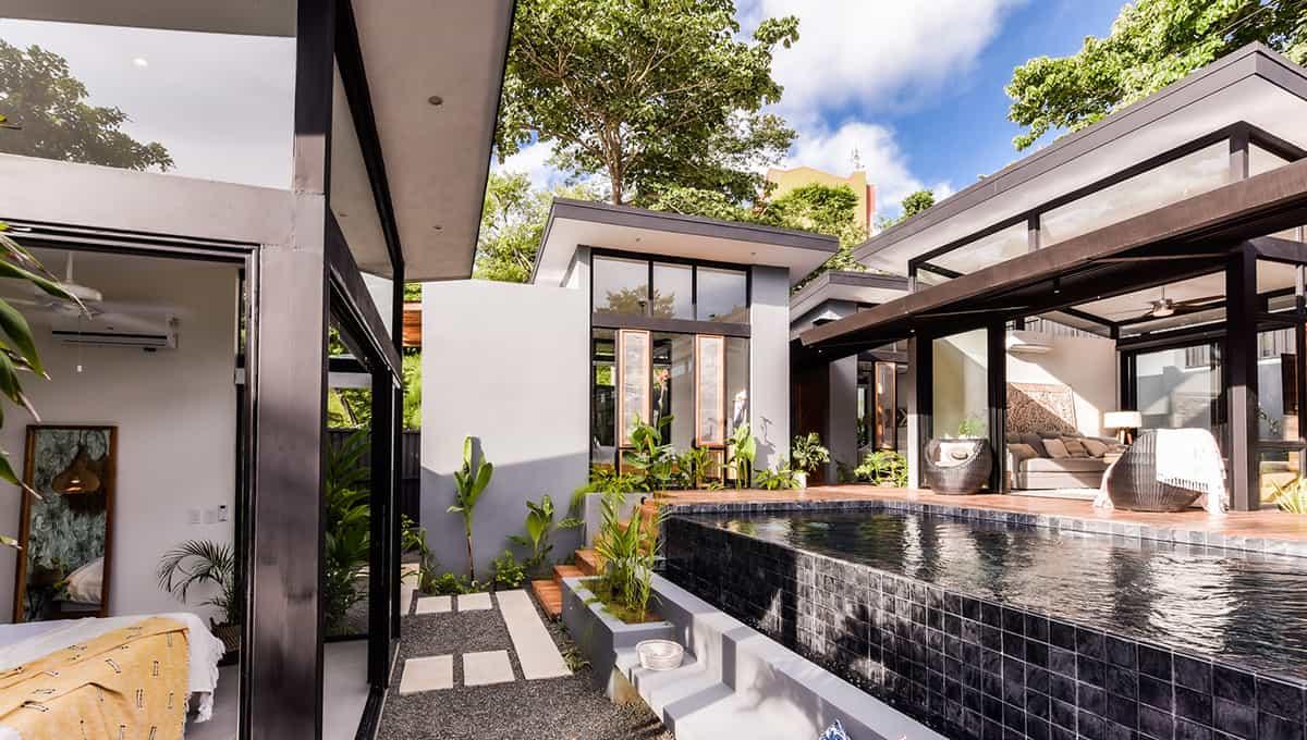 casanegra-poolpathrooms-tamarindo