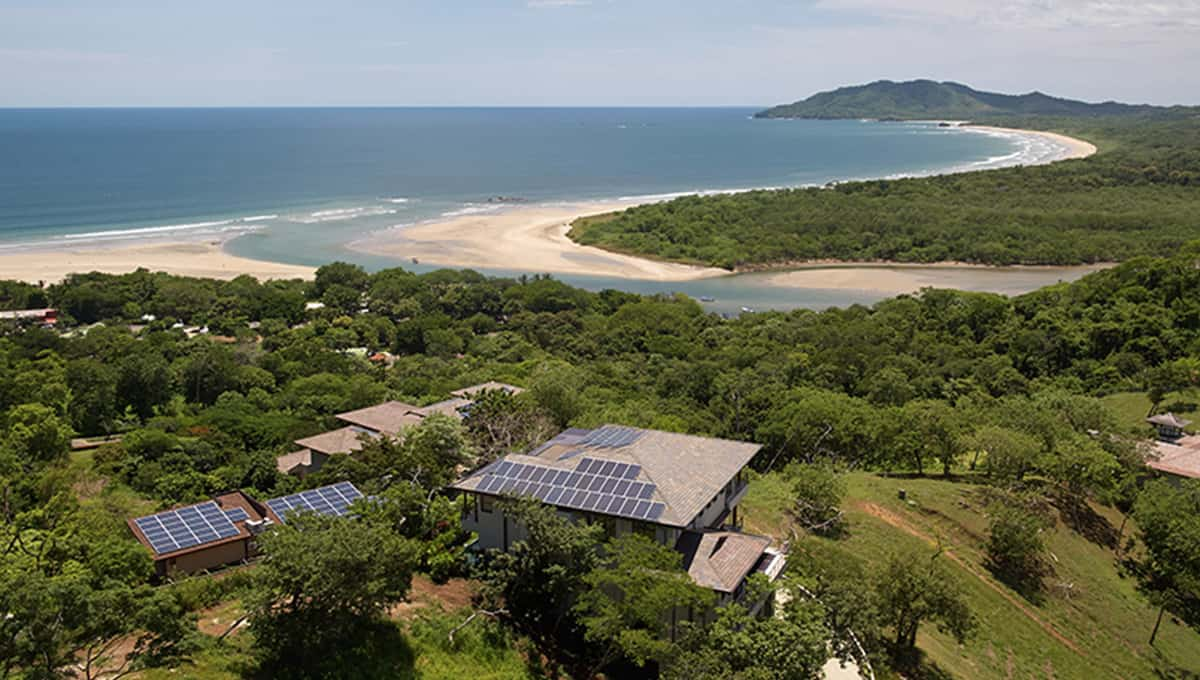 casalucy-arialvewhousebeach-tamarindo