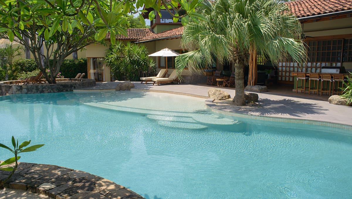 mono malo pool house langosta