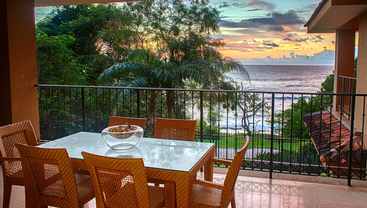 crystalsands viewsunsetbalcony langosta
