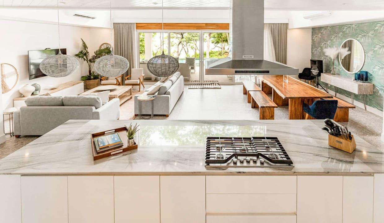 casaperla-kitchenlivingareaview-tamarindo
