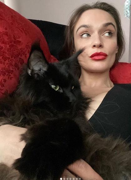 «Одногрудая!»: Подписчики раскритиковали формы Алены Водонаевой в новой фотосессии