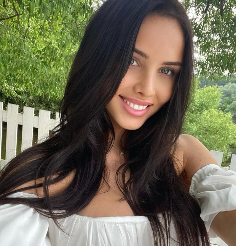 Анастасия Решетова намекнула на проблемы в отношениях с Тимати