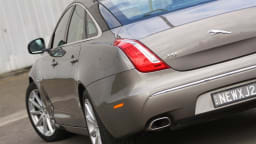 2011_jaguar_xj_diesel_road_test_review_07
