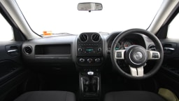 2011_jeep_patriot_sport_review_interior_15