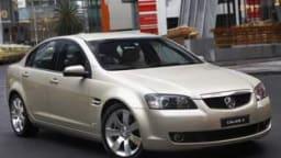 HOLDEN VE CALAIS V / HOLDEN CALAIS V V8 . White car / silver car .