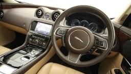 2011_jaguar_xj_diesel_road_test_review_16