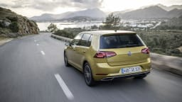 Volkswagen to delay new Golf, denies technical issues