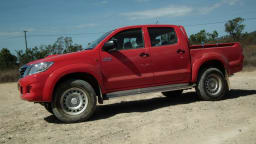2012_toyota_hilux_road_test_review_08