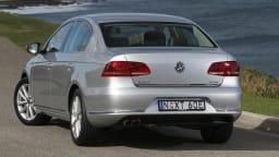 2011_volkswagen_passat_sedan_australia_125tdi_highline_02