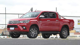 2016_toyota_hilux_sr5_review_02