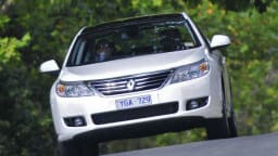 2011_renault_latitude_sedan_petrol_08
